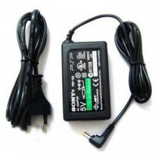 Адаптер питания сетевой (зарядное устройство, блок питания) 5V, 2A (4.0mm x 1.7mm) для приставок PSP и электронных книг Sony